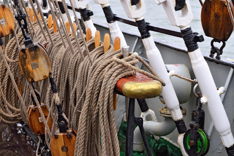 Calage d'un bateau de navigation photos stock