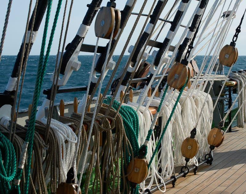 Calage d'un bateau de navigation image stock