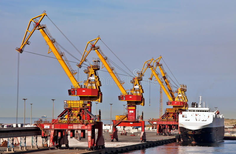 Download Calais Port Cranes And Quayside Editorial Photography - Image: 23501507