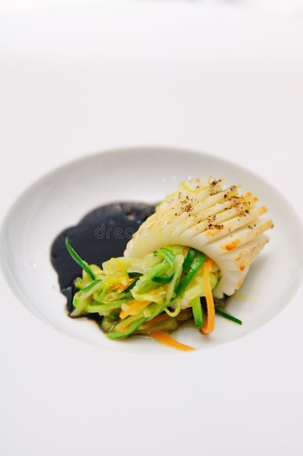 Calamar com ervas e vegetais imagens de stock