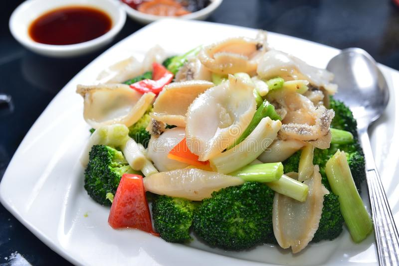 Calamar fritado dos brócolis foto de stock royalty free