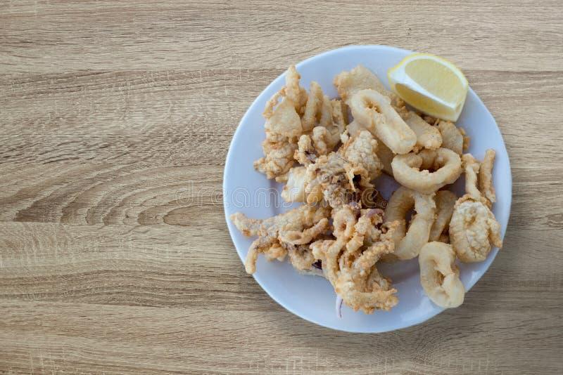 Calamar panado e fritado imagens de stock