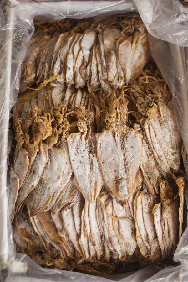 Calamar secado tradicional en el mercado Camboya del kep fotografía de archivo libre de regalías