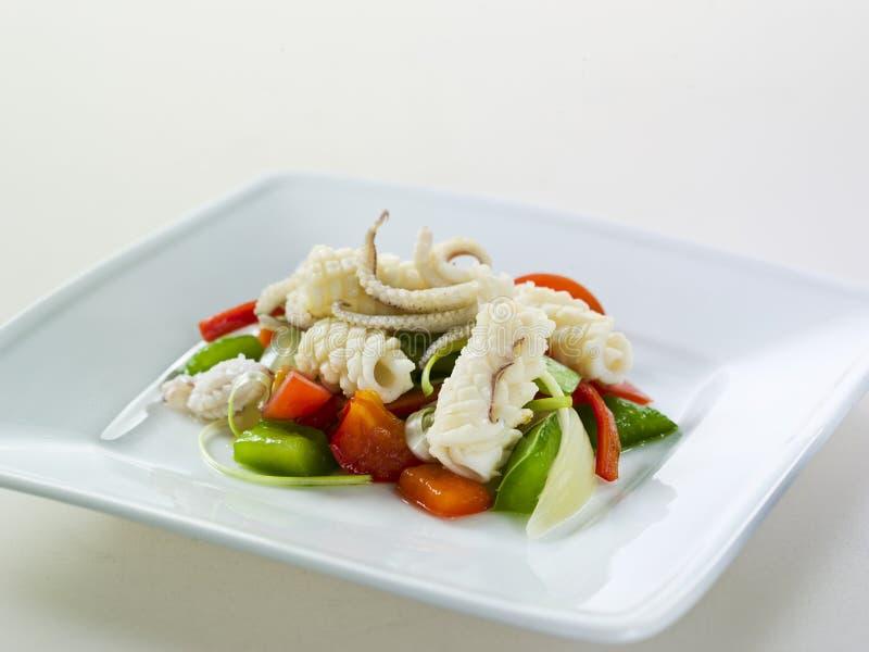 Calamari Sauteed piccante caldo con la verdura fotografie stock