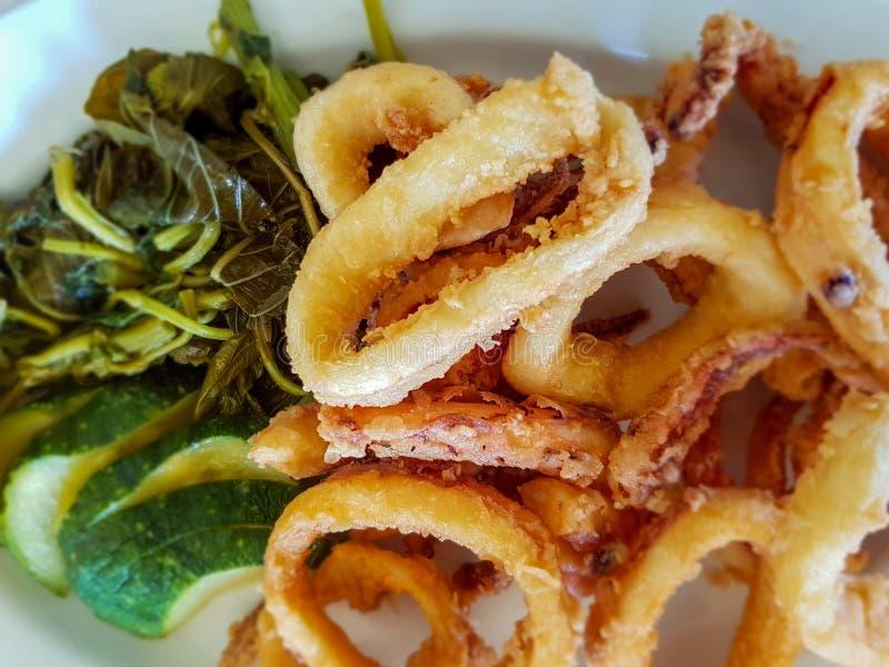 calamari stekte cirklar arkivbild