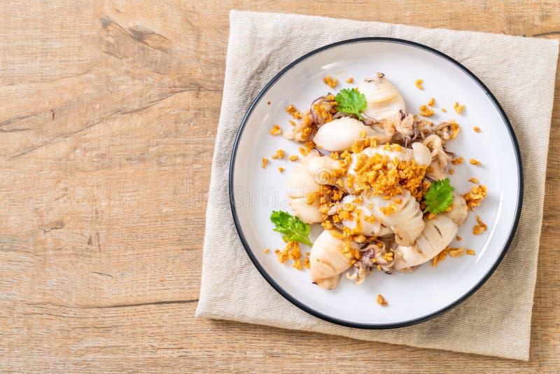 calamaro o polipo fritto con aglio immagini stock libere da diritti