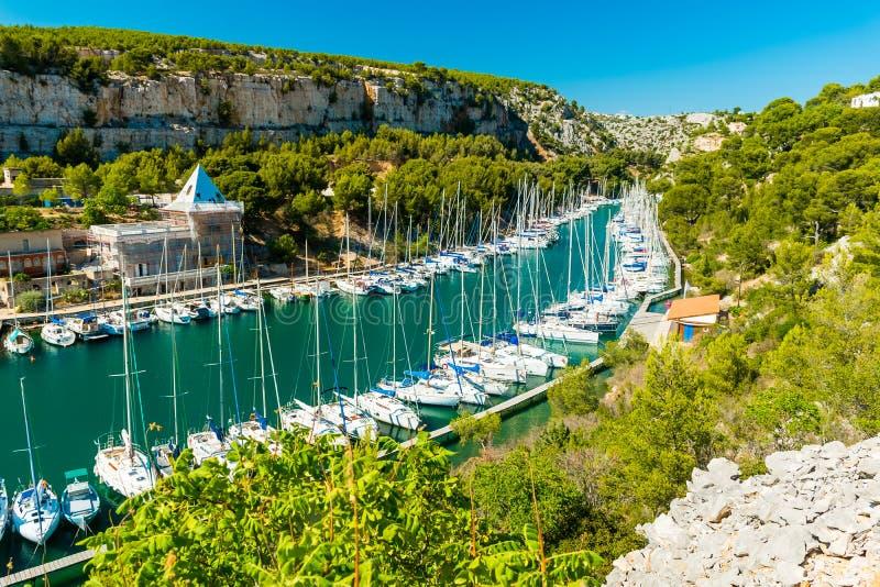 Calanque DE Port Miou - fjord dichtbij Cassissendorp, de Provence, Frankrijk royalty-vrije stock fotografie