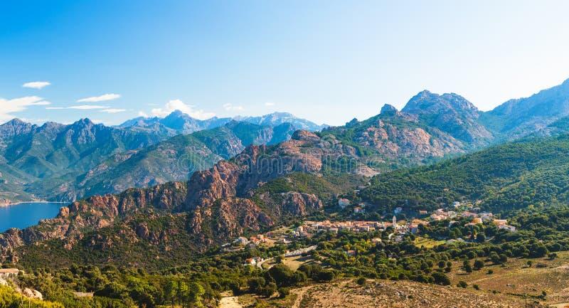 Calanques de Piana och Piana by i Korsika, Frankrike royaltyfri foto
