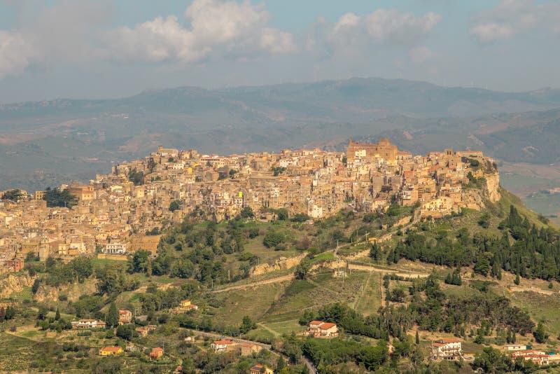 Calascibetta - la Sicilia immagini stock