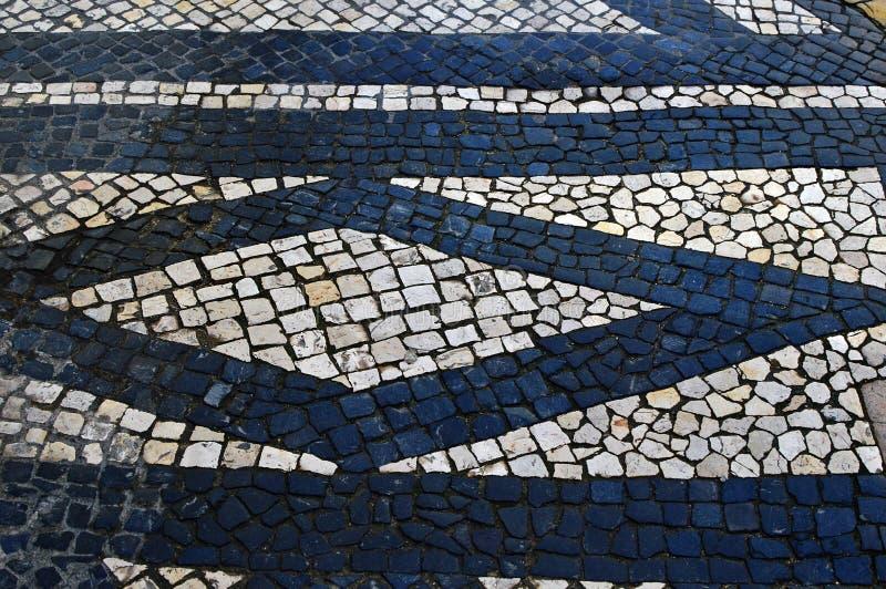 Calcade de pedra português tradicional do mosaico foto de stock