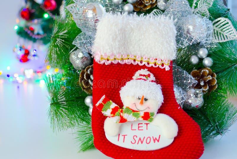 Calcetín de santas de la decoración de la Navidad y hecho a mano imagen de archivo