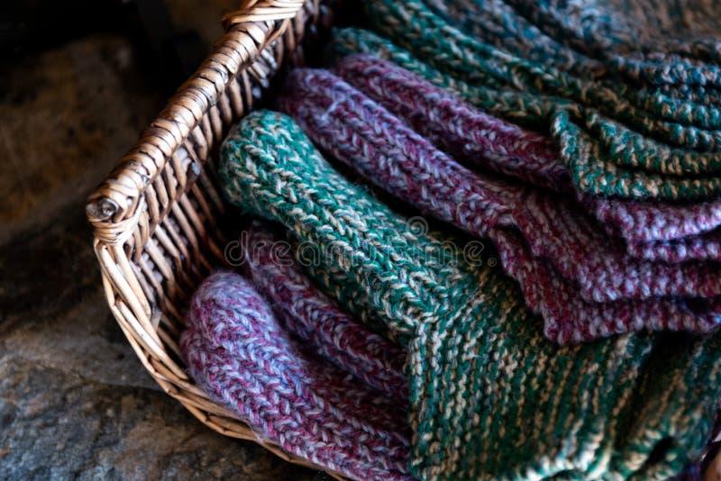 Calcetines de lana tejidos a mano para el invierno imagen de archivo libre de regalías