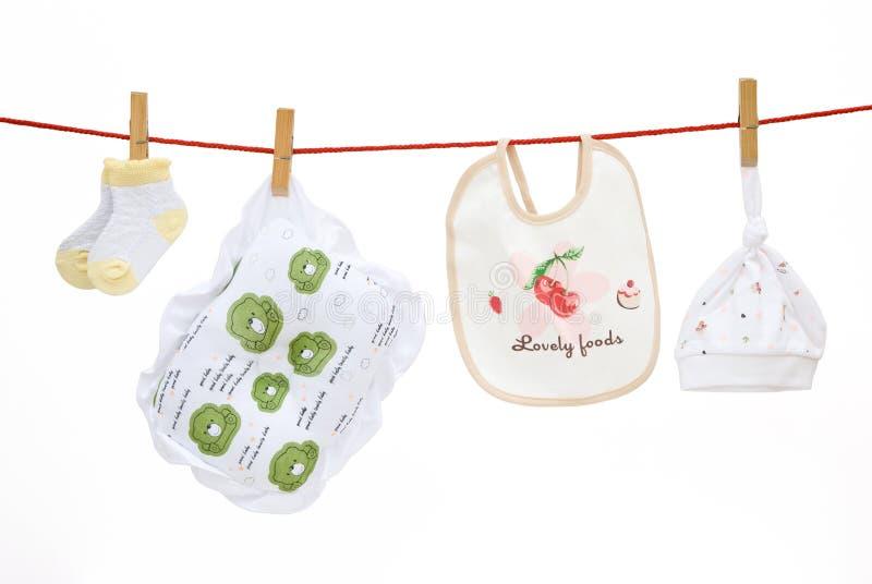 Calcetines del bebé y almohadilla y babero y casquillo imagen de archivo