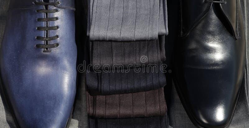 Calcetines del ` s de los hombres con los zapatos imagen de archivo