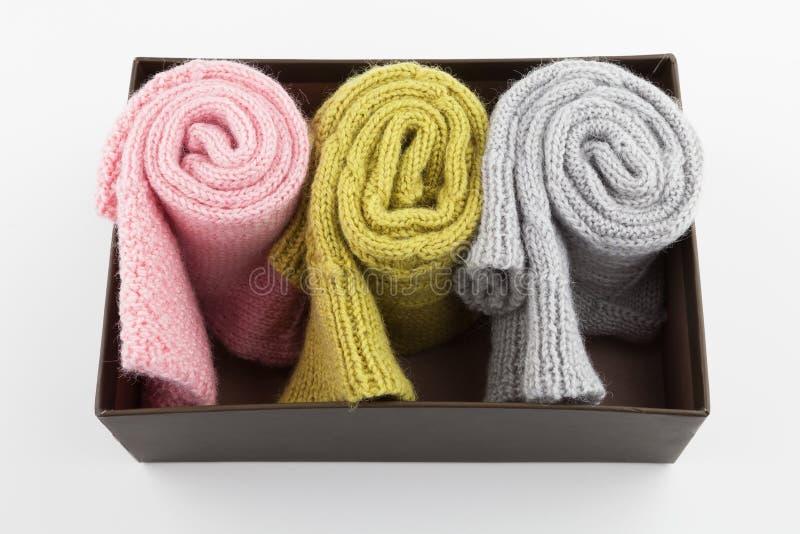 Calcetines doblados de las lanas en caja foto de archivo