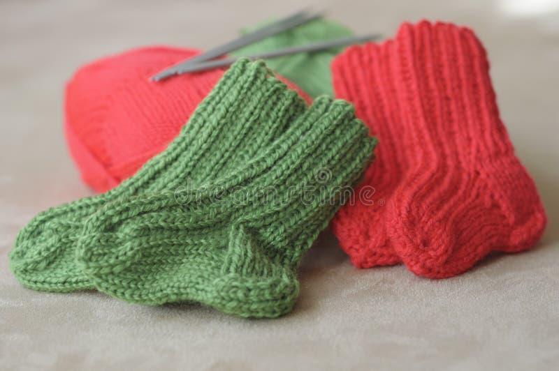 Calcetines hechos punto del bebé imagen de archivo