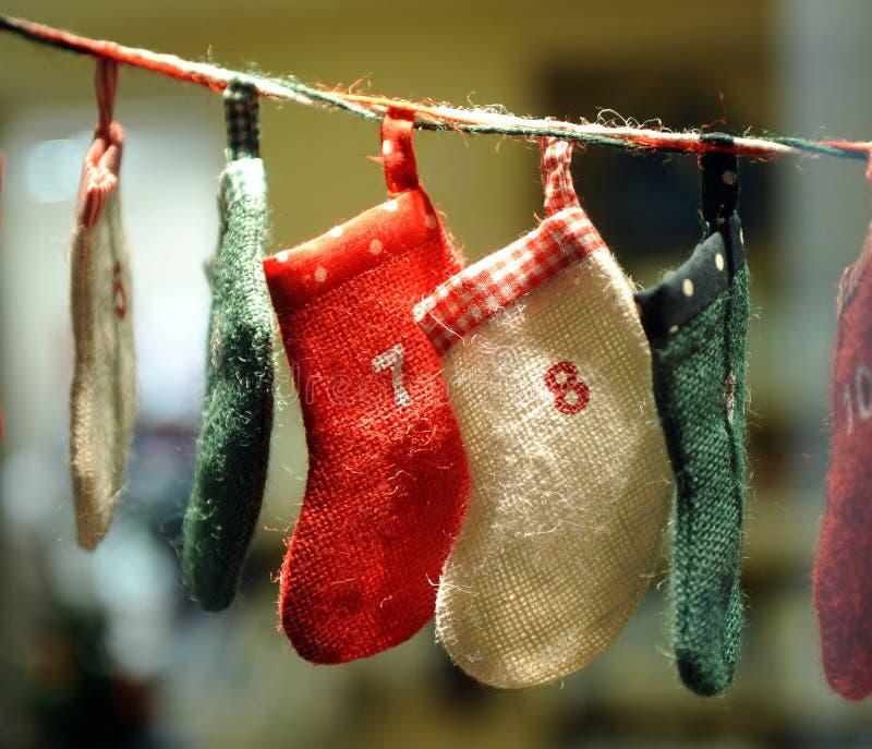 Calcetines infantiles para los regalos de la Navidad fotos de archivo
