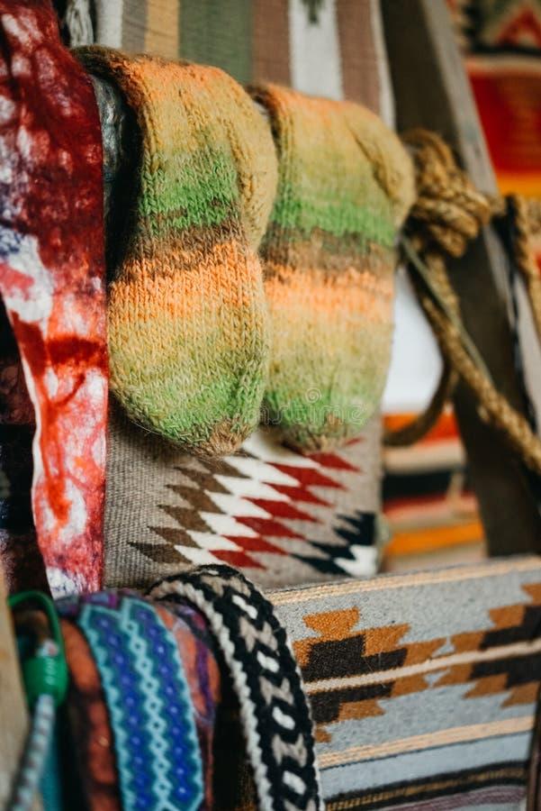 Calcetines y telas tejidos fotografía de archivo libre de regalías