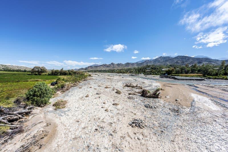 Calchaqui flod i Salta, nordliga Argentina. royaltyfria bilder