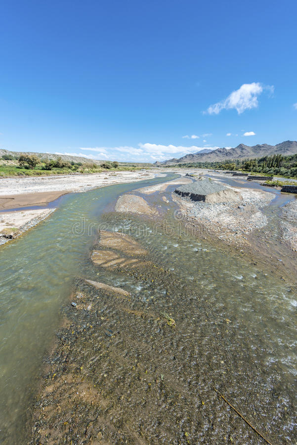 Calchaqui flod i Salta, nordliga Argentina. royaltyfria foton