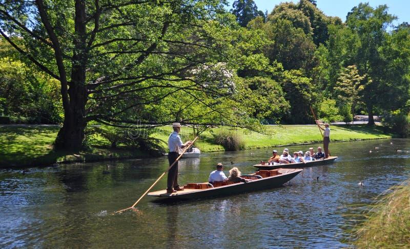 Calciando sul fiume Christchurch Nuova Zelanda di Avon immagini stock