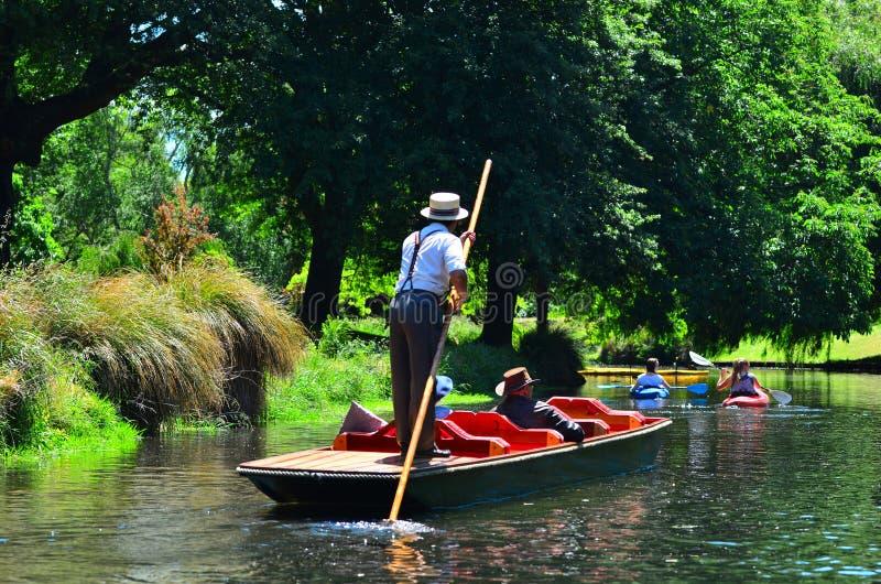 Calciando sul fiume Christchurch - Nuova Zelanda di Avon immagini stock