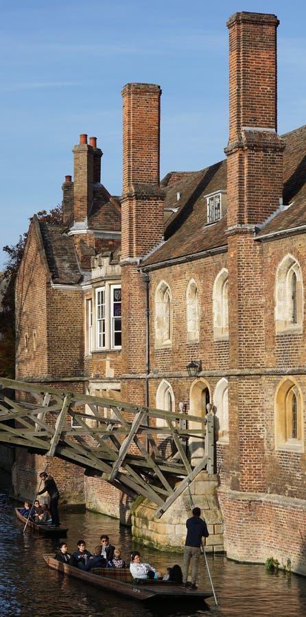 Calciare l'istituto universitario delle regine passate, Cambridge fotografie stock libere da diritti