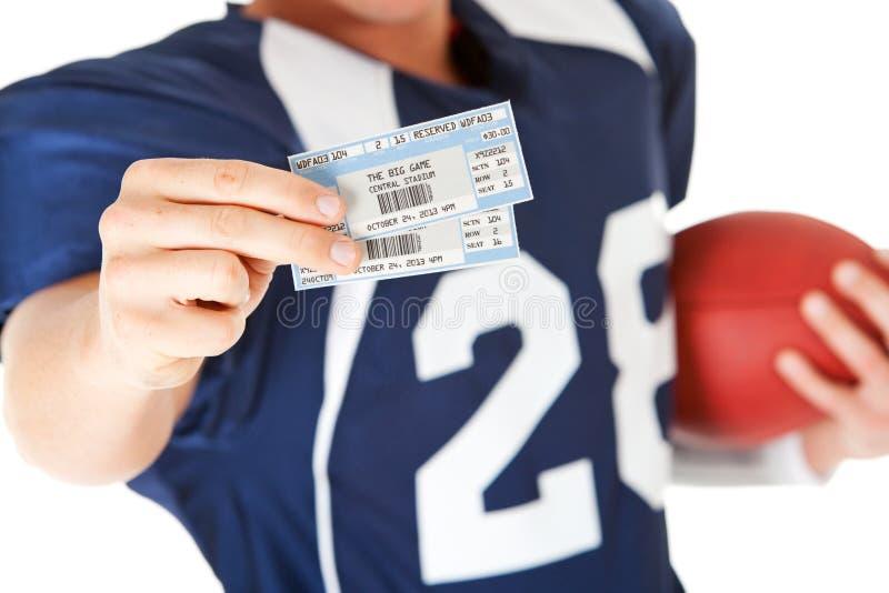 Calcio: Biglietti giornalieri del gioco della tenuta immagini stock