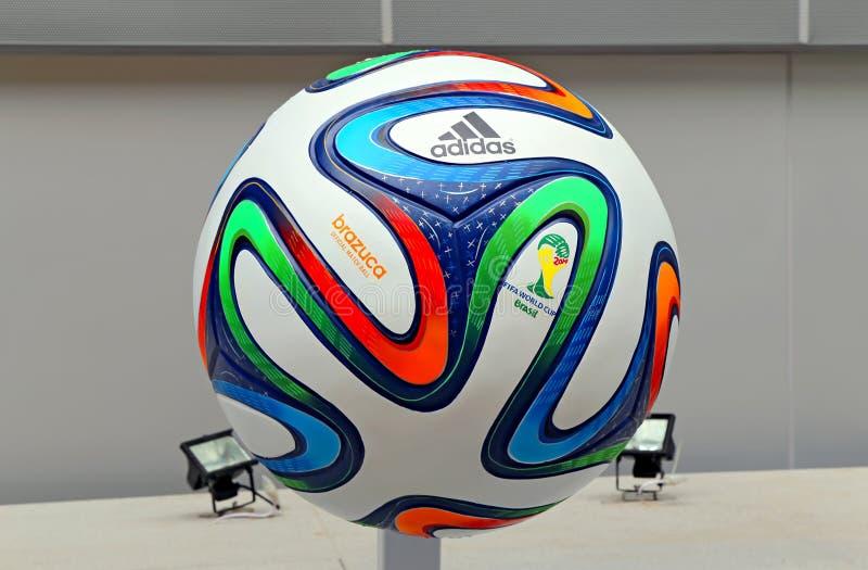 Calcio 2014 della coppa del Mondo di Adidas Brazuca fotografia stock