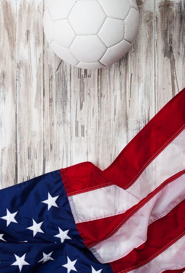 Calcio: Fondo della bandiera di U.S.A. per competizione internazionale fotografie stock libere da diritti