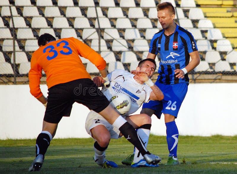 Calcio o sforzo del calciatore fotografie stock libere da diritti