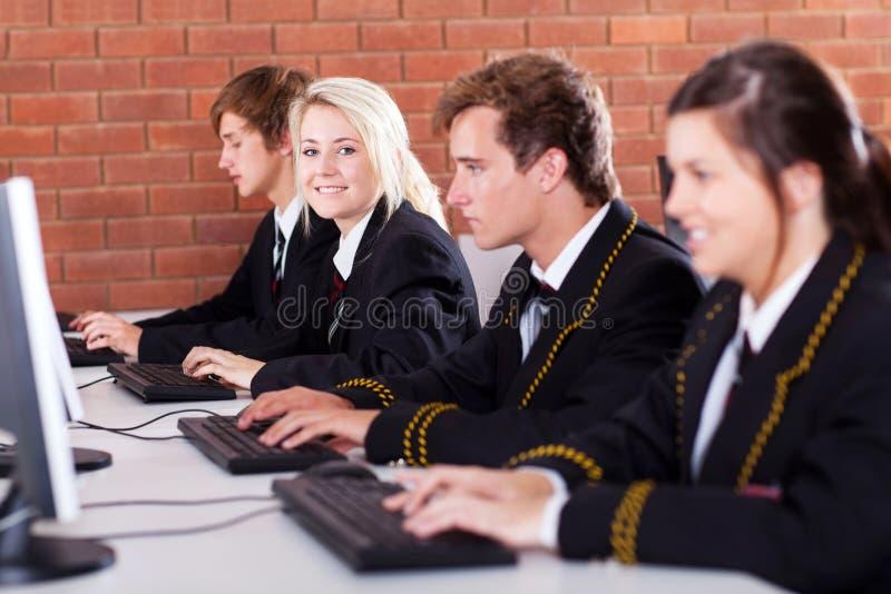 Calcolatore degli allievi della High School immagini stock