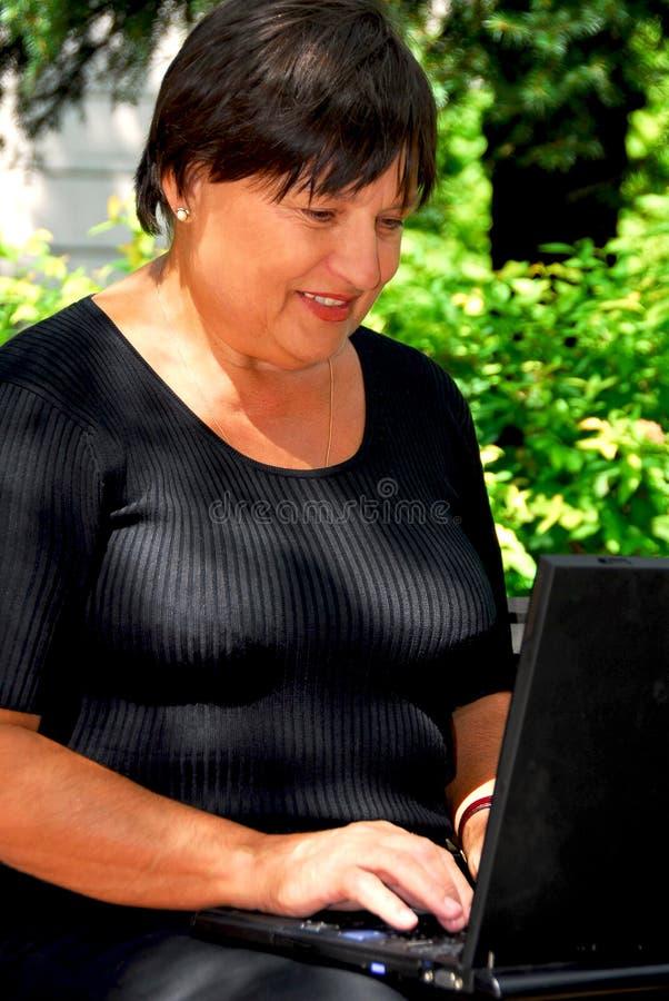 Calcolatore della donna immagini stock libere da diritti