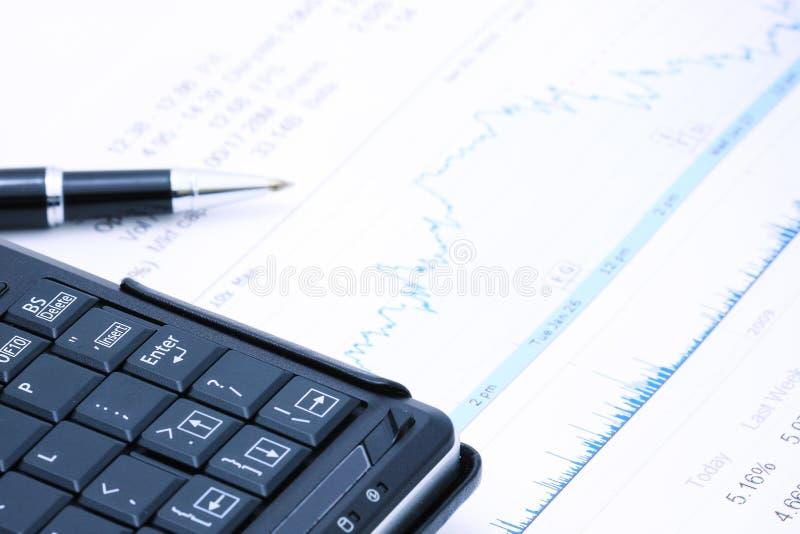 Calcolatore e diagramma di penna fotografia stock