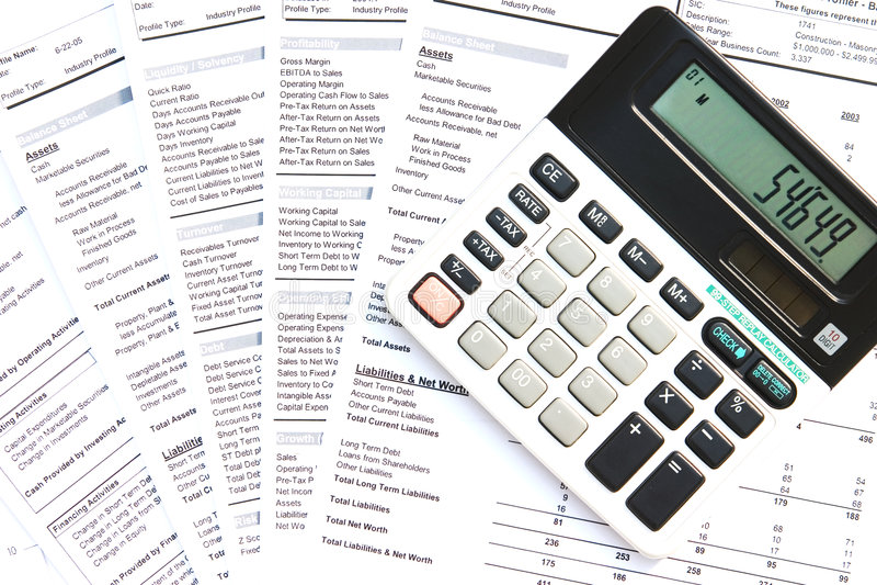 Calcolatore e documenti finanziari immagine stock libera da diritti