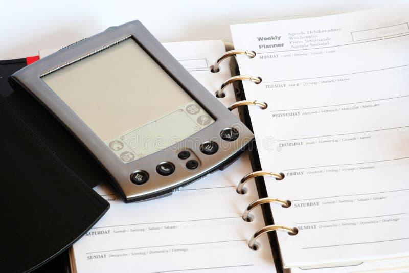 Calcolatore tenuto in mano e pianificatore immagini stock