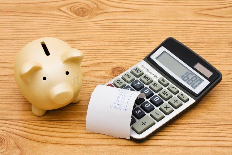 Calcolazione delle vostre spese fotografie stock