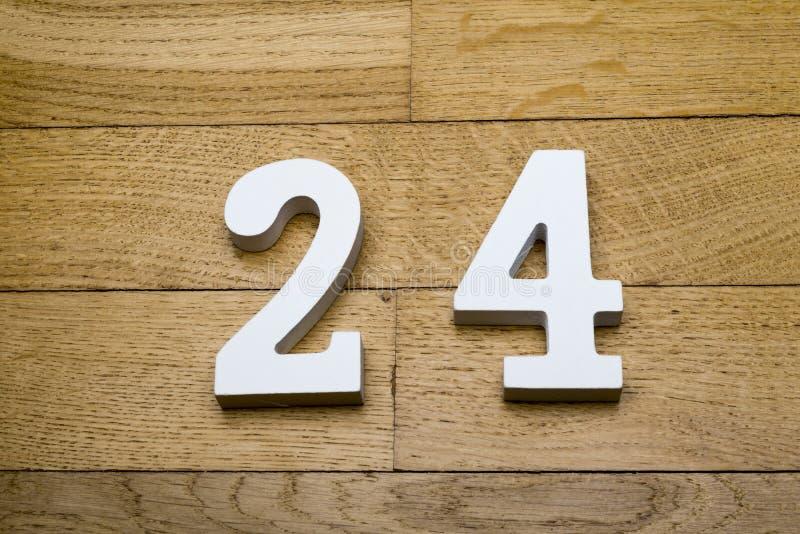 Calcoli ventiquattro su un di legno, pavimento di parquet fotografia stock