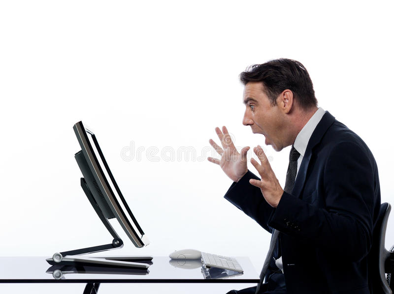 Calcul homme-ordinateur d'affaires étonné photographie stock libre de droits