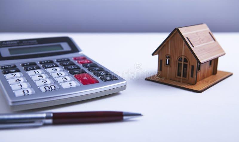 Calculadora del edificio de apartamentos fotografía de archivo