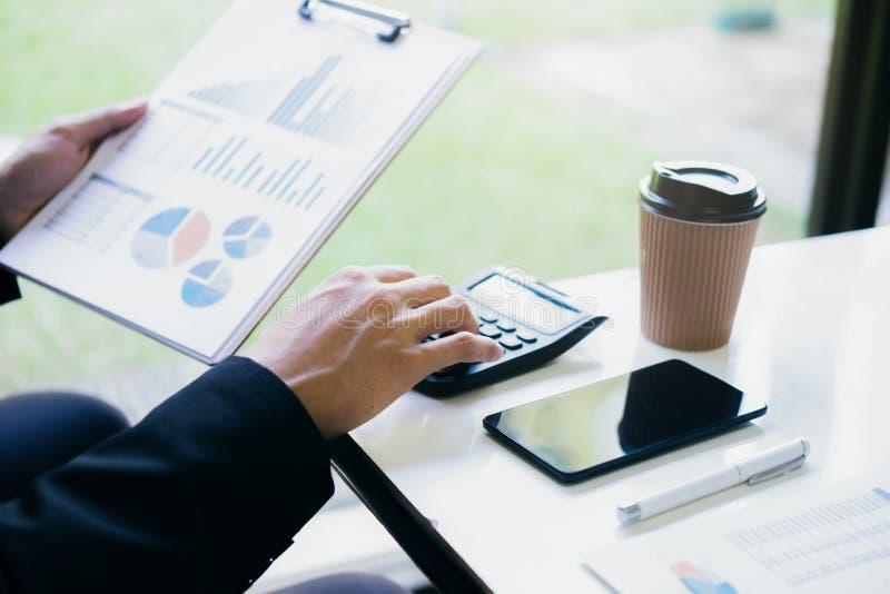 Calculadora do uso do contador ou do banqueiro imagem de stock