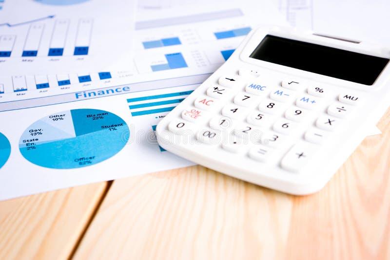 Calculadora e cartas imagem de stock