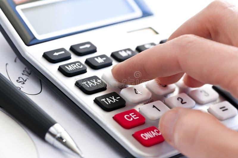 Calculadora e pena do imposto fotografia de stock