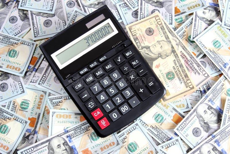 Calculadora Em Um Fundo De Cem Notas De Dólar Fotos de Stock Royalty Free