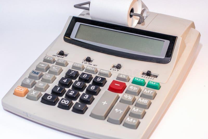 Calculadora grande con el rollo de papel y exhibición vacía como plantilla fotos de archivo libres de regalías