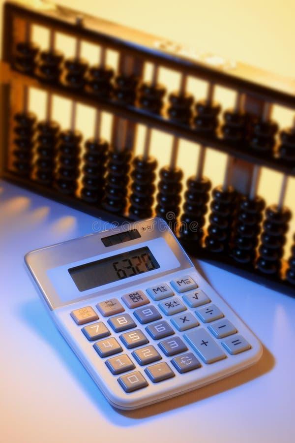 Calculadora y ábaco fotografía de archivo libre de regalías