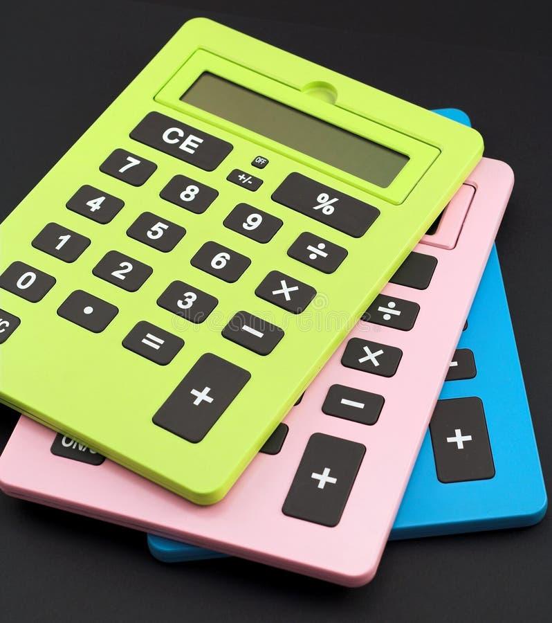 Calculadoras coloridas do escritório fotos de stock royalty free