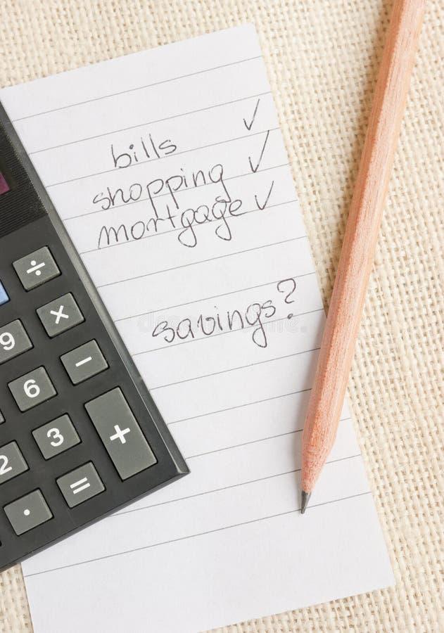 calculating besparingsspendings arkivbilder