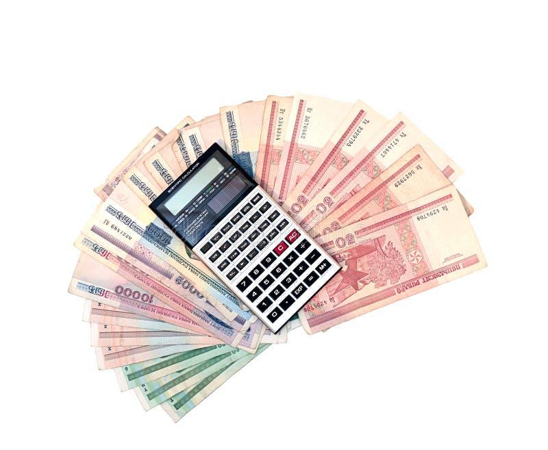 Calculator op de achtergrond van bankbiljetten van Witrussische roebels stock afbeelding