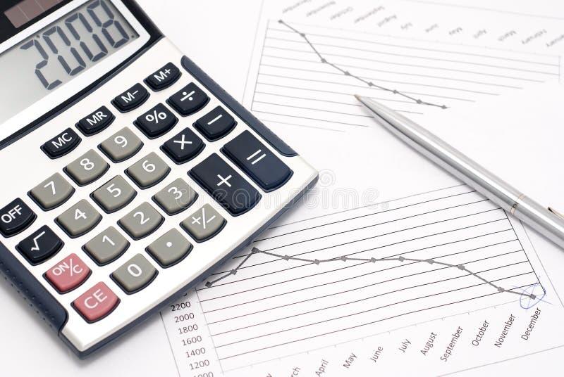 Calculator, pen en grafiek stock foto's